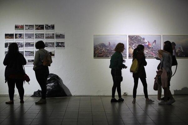 17/11/2017/ Recorrido por los diferentes centros culturales de San José en el ultimo Art City Tour del 2017 denominado Noche en Blanco / fotos en el Museo de Arte y Diseño Contemporaneo / Fotografía: John Durán