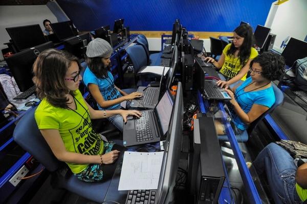 El primer Hackatón Femenino se realizó el sábado 30 de agosto y se prolongó por 30 horas. Su objetivo es acercar a las jóvenes a la tecnología.