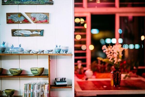 e.STUDIO es un atelier / residencia de la organizadora de satisFACTORY, que por 3 semanas recibe a satisFACTORY y monta una propuesta más íntima y curada.