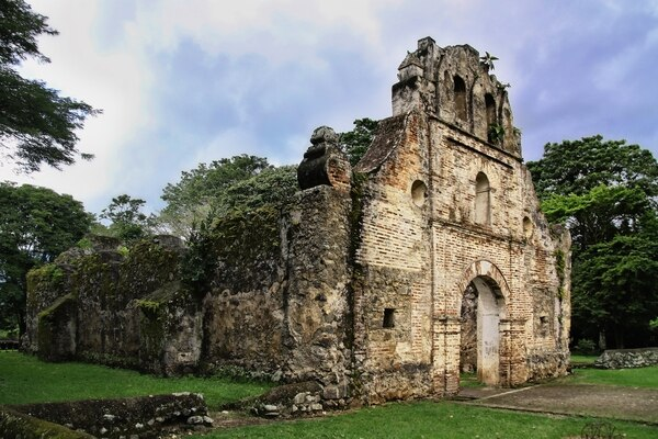 Iglesia de Ujarrás, una de las Iglesias más viejas de Costa Rica, construida en 1560.