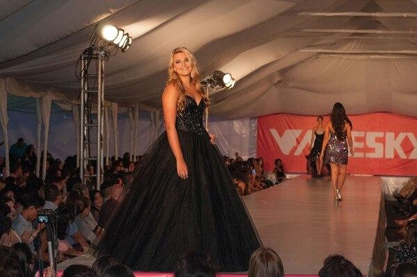 Pasarela de vestidos de graduación de Boutique Valesky