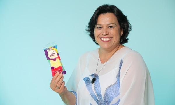 Maribel Zúñiga y su familia son los creadores de las paletas Sazú.