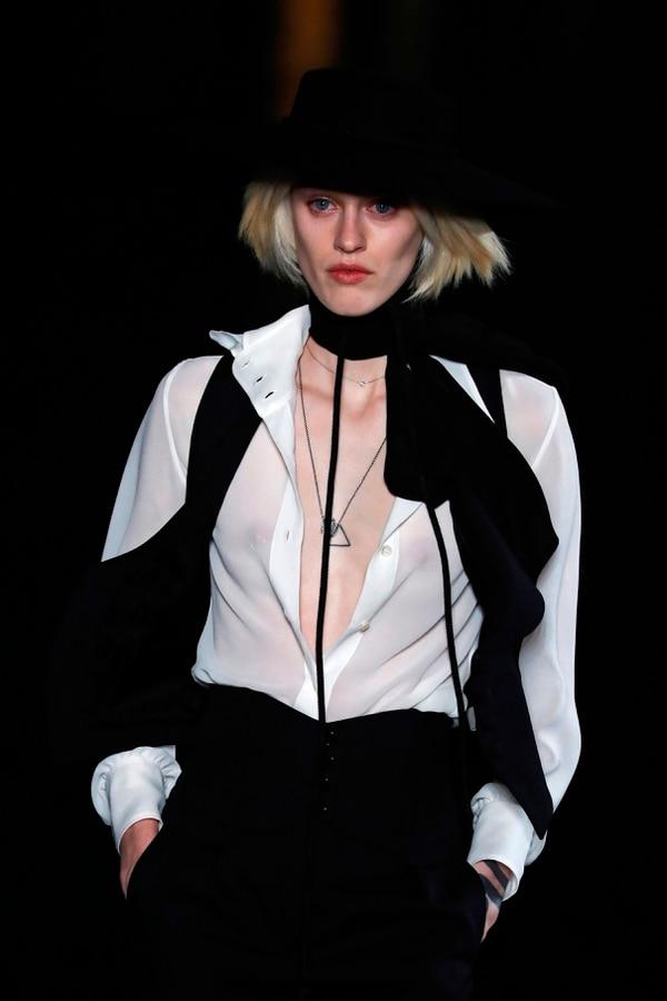 Saint Laurent cerró la segunda noche de la semana de la moda en París (Photo by FRANCOIS GUILLOT / AFP)