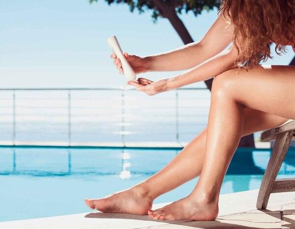 Agregue unas gotas de aceite de almendras a la crema corporal de uso diario para una hidratación profunda de la piel.