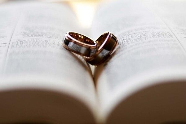 A los 50 años de casados, se celebran las Bodas de Oro.
