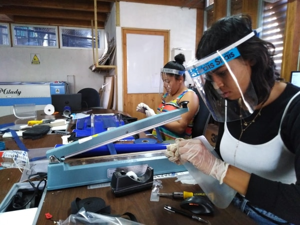 Jóvenes de La Carpio podrán vender caretas protectoras a nivel nacional