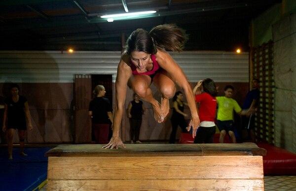 Personas de todas las edades pueden practicar este tipo de gimnasia