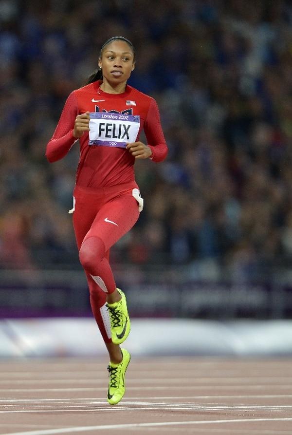 La estadounidense Allyson Felix cruzando la meta de los 200 metros semifinales de mujeres en el evento de atletismo durante los Juegos Olímpicos de Londres 2012. AFP PHOTO / ERIC FEFERBERG