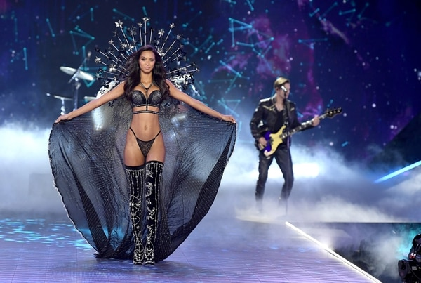 NEW YORK, NY - NOVEMBER 08: Lais Riberio walks the runway as The Struts perform during the 2018 Victoria's Secret Fashion Show at Pier 94 on November 8, 2018 in New York City. (Photo by Dimitrios Kambouris/Getty Images for Victoria's Secret)